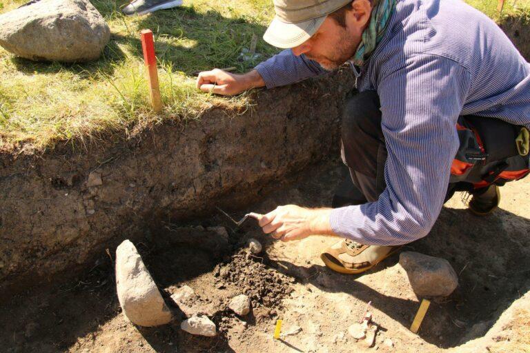Utgrävning på Birka - stadsvallen